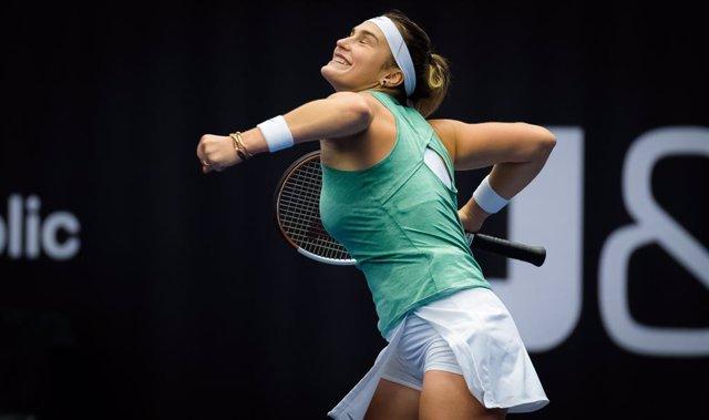 Tenis.- Sabalenka arrasa en Ostrava con los títulos de individual y dobles