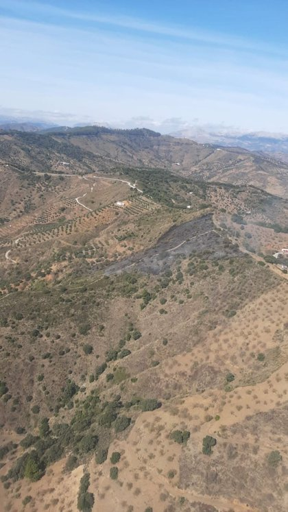 Controlado el incendio forestal declarado en un paraje de Comares (Málaga)