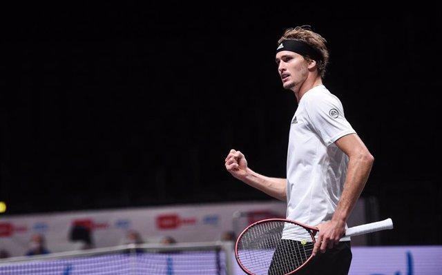 Tenis.- Zverev vuelve a triunfar en Colonia ante Schwartzman
