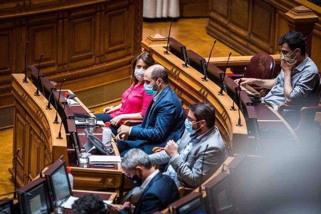 La secretaria general del Bloque de Izquierda (BE, por sus siglas en portugués), Catarina Martins durante una sesión en el Parlamento.