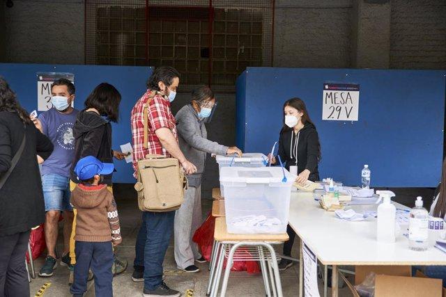 Chile.- Chile aprueba con más del 78 por ciento poner fin a la Constitución de P