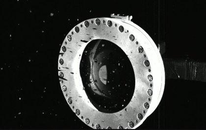OSIRIS-REx consigue mucho material de Bennu pero se escapa