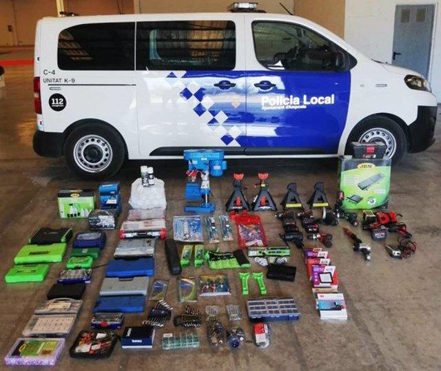 Pla general dels articles comprats fraudulentament recuperats per la policia local d'Amposta. (horitzontal)