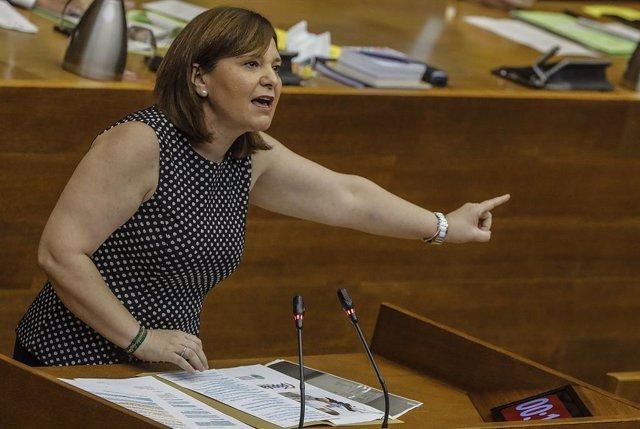 La presidenta del PP valencià, Isabel Bonig, intervé durant una sessió de control al Consell de la Generalitat Valenciana en les Corts, a València, Comunitat Valenciana (Espanya), a 18 de juny de 2020