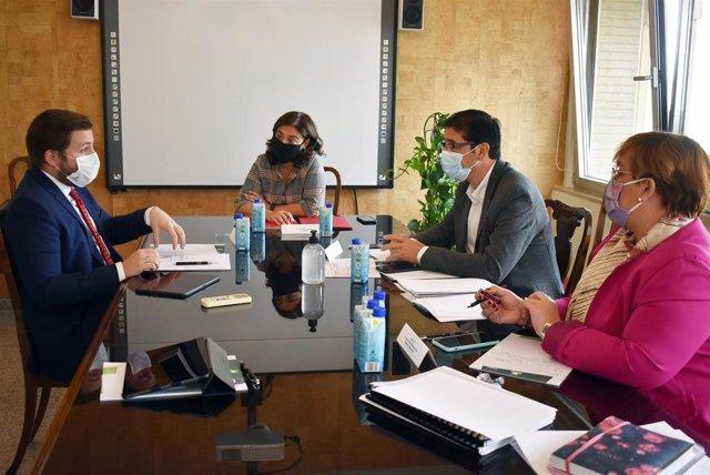Reunión entre el consejero de Fomento, Nacho Hernando; la alcaldesa de Ciudad Real, Pilar Zamora, y el presidente de la Diputación de Ciudad Real, José Manuel Caballero