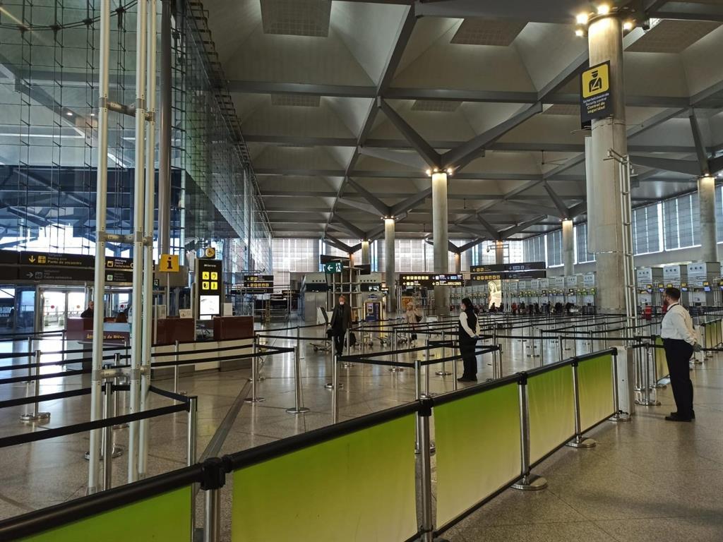 Aena invierte casi 2,5 millones en la remodelación y acondicionamiento de aseos en el aeropuerto de Málaga-Costa del Sol 3