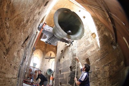 El toque de queda suena desde la Catedral de València siguiendo una tradición medieval recuperada hace tres décadas