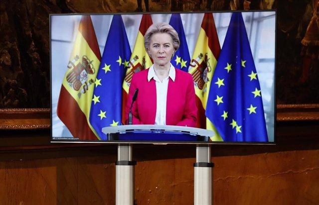 La presidenta de la Comisión Europea, Ursula von der Leyen se conecta a la Conferencia de presidentes autonómicos celebrada este lunes en Madrid donde se analizará el reparto de los fondos europeos de reconstrucción, a 26 de octubre de 2020.