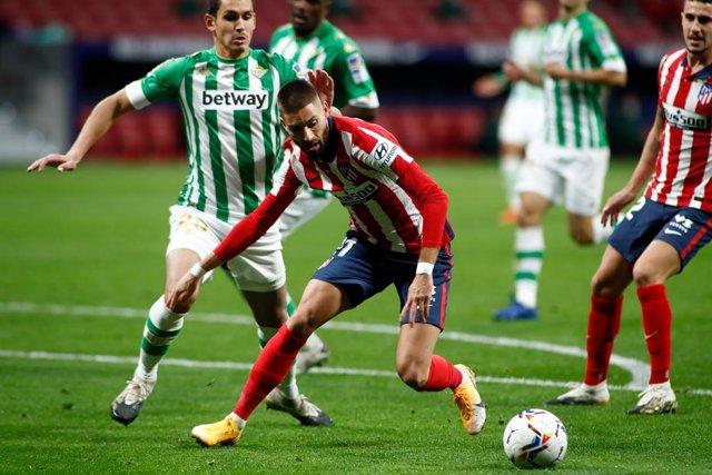 Fútbol.- Yannick Carrasco sufre una lesión muscular y será baja ante el Salzburg