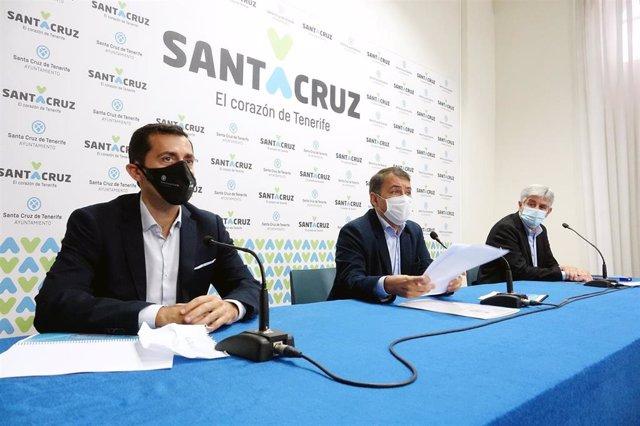 El alcalde de Santa Cruz de Tenerife, José Manuel Bermúdez, y el concejal de Viviendas Municipales, Juan José Martínez