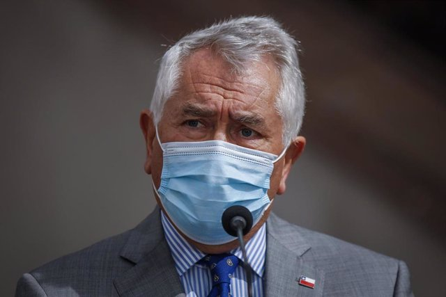 Ministro de Salud de Chile, Enrique Paris