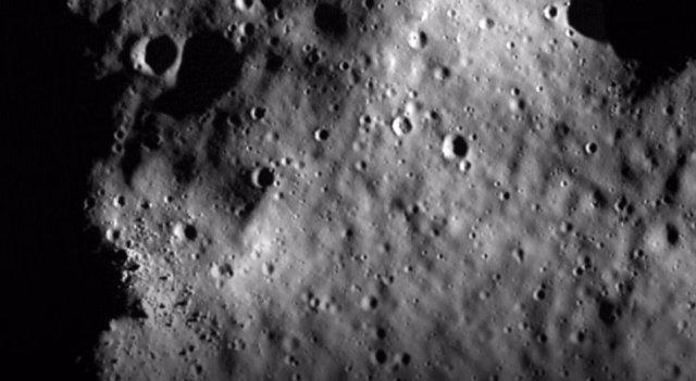 Unos 25.000 km. cuadrados en la Luna pueden estar llenos de hielo