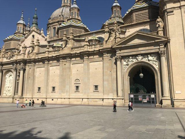 Plaza del Pilar con la basílica en primer plano