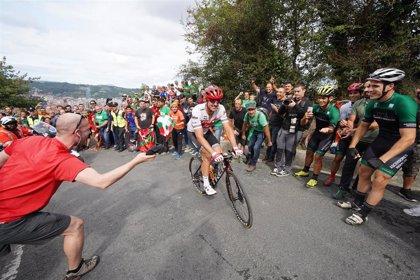 La salida de la séptima etapa de la Vuelta obligará a establecer restricciones a peatones y coches en Vitoria