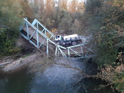 El conductor de un camión del Gobierno riojano herido al hundirse el puente de Arenzana cuando circulaba por él