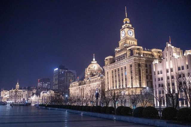 February 9, 2020 - Shanghai China: Usually busy with sightseers at this time of year the city's historic Bund riverfront was largely deserted despite the fine weather and bright full moon. Shanghai residents mostly stayed indoors to avoid contagion from t