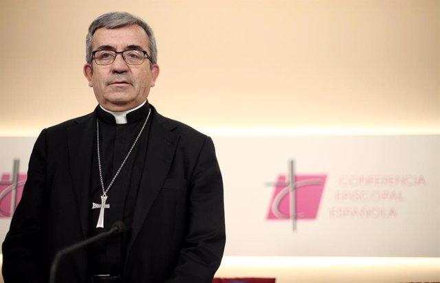 """El portavoz de los obispos aclara la """"polémica"""" por 'Francesco': """"El Papa no emp"""