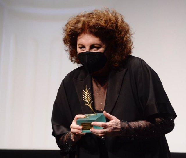 La actriz salmantina Charo López recoge la Espiga de Honor de Seminci.