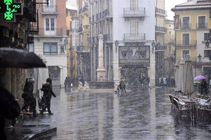 La alcaldesa de Teruel cree que el Gobierno de Aragón debería permitir consumir dentro de bares y restaurantes