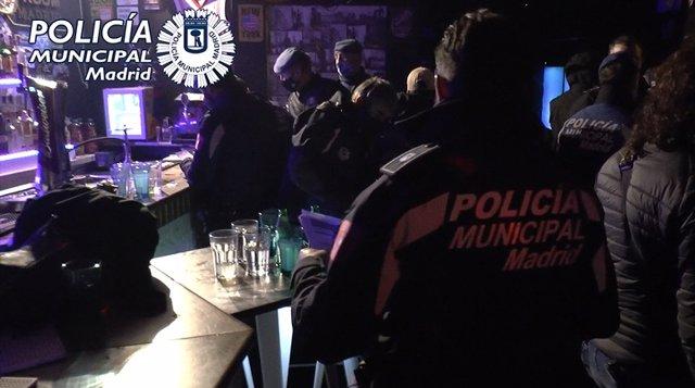 Detenidos los responsables de una fiesta ilegal en un local del centro de Madrid por encerrar a 36 personas hasta que acabara el toque de queda