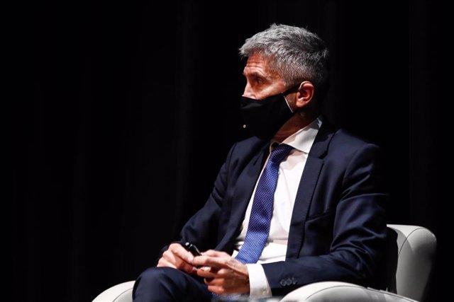 El ministro del Interior, Fernando Grande-Marlaska, participa en la presentación del libro homenaje 'Compañero del metal, miradas a la figura de José María Calleja', en el Círculo de Bellas Artes, en Madrid (España), a 26 de octubre de 2020.