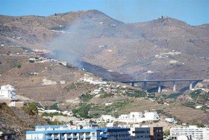 Extinguido el fuego forestal en el entorno de la Loma del Gato de Granada