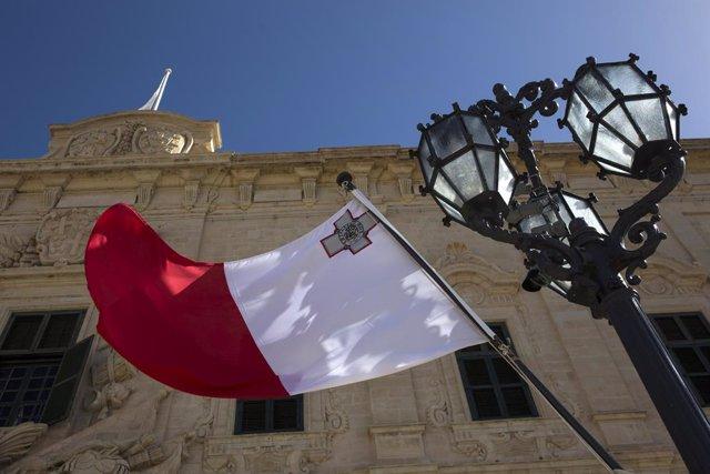 Coronavirus.- Malta cierra bares y restringe los grupos a seis personas para fre