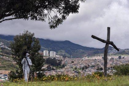 Colombia suma más de 9.000 contagios y se prepara para Halloween con medidas regionales excepcionales