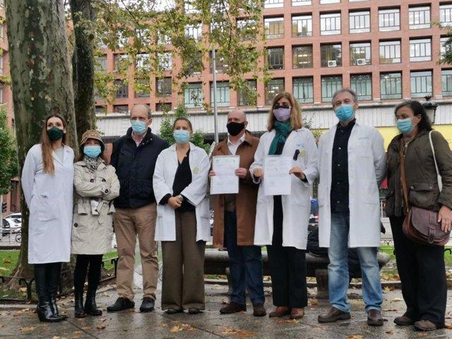 Los sindicatos de médicos entregan una carta a Sanidad para evitar la huelga del próximo 27 de octubre