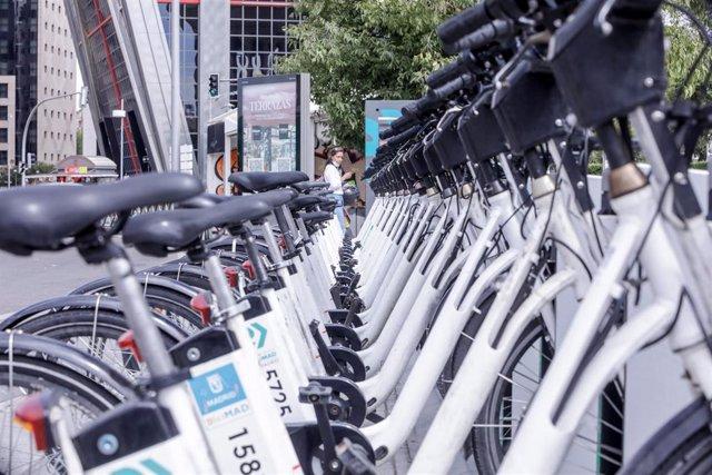 Bicicletas ancladas en Plaza de Castilla