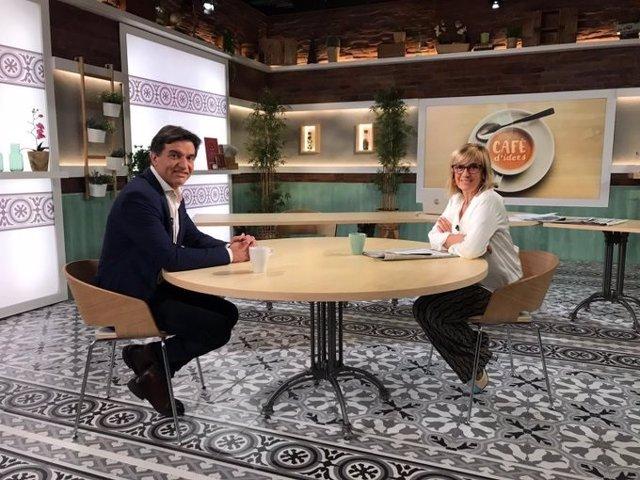 El president d'ERC al Parlament, Sergi Sabrià, i la periodista Gemma Nierga