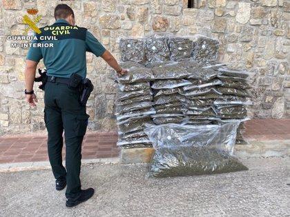La Guardia Civil sorprende en Lebrija (Sevilla) a un motorista vendiendo dosis de marihuana y hachís