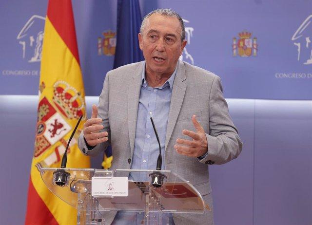 El portavoz de Compromís en el Congreso, Joan Baldoví, interviene en la rueda de prensa posterior a la Junta de Portavoces celebrada en el Congreso de los Diputados, en Madrid, (España), a 20 de octubre de 2020.