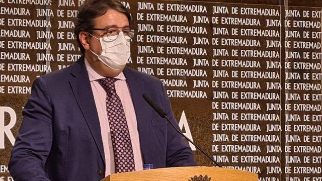 El vicepresidente segundo y consejero de Sanidad y Servicios Sociales, José María Vergeles, en una foto de archivo