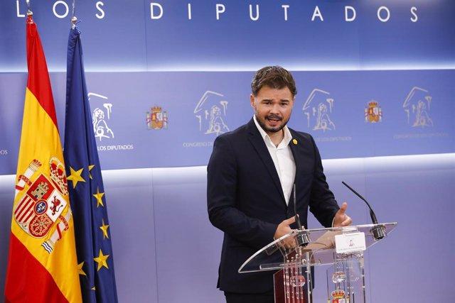 El portaveu d'ERC, Gabriel Rufián, en una roda de premsa al Congrés.