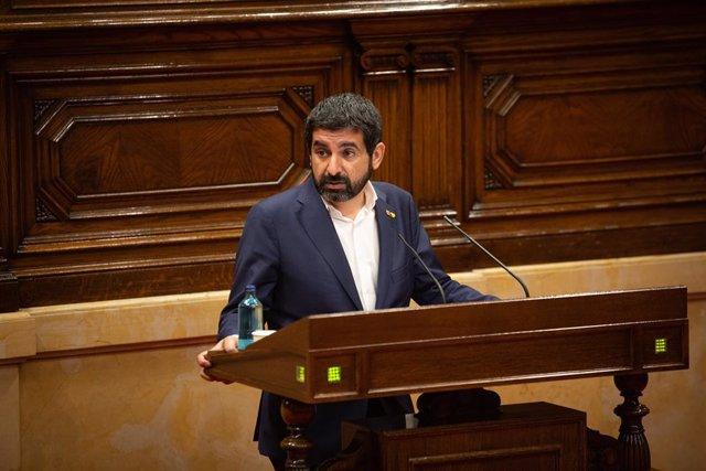 El conseller de Treball, Afers Socials i Famílies de la Generalitat, Chakir el Homrani, al Parlament (Arxiu)