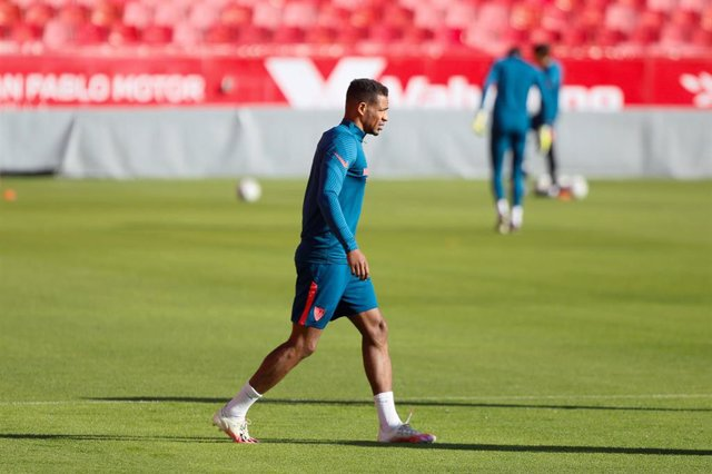 El centrocampista del Sevilla FC Fernando Reges