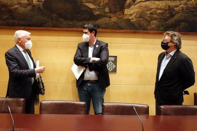 El president de la patronal Cecot, el vicepresident de la Diputació de Girona i el director del centre Reempresa, aquest 27 d'octubre del 2020 durant la presentació del balanç (Horitzontal)
