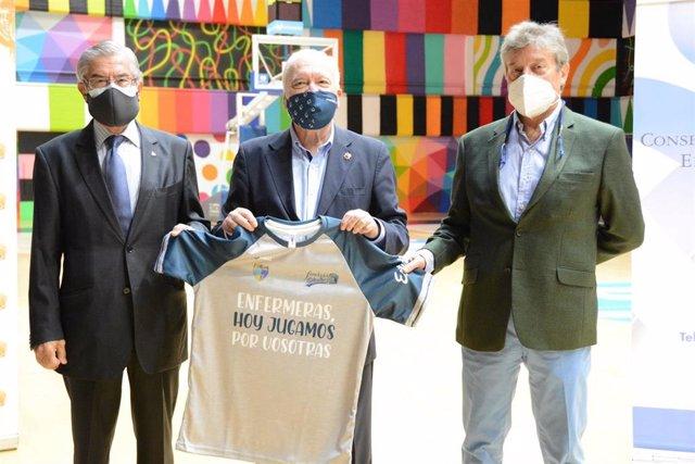 Pie de foto Miguel Ángel Bufalá, presidente de Movistar Estudiantes; Florentino Pérez Raya, presidente del Consejo General de Enfermería y Fernando Galindo, presidente de la Fundación Estudiantes.