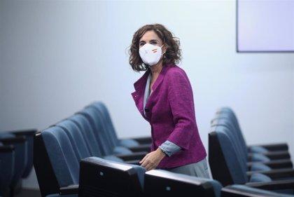 """María Jesús Montero: """"En la pandemia hemos aprendido que tenemos que revisar nuestro sistema de cuidados a mayores"""""""