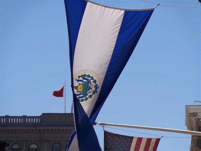 Bandera de El Salvador.