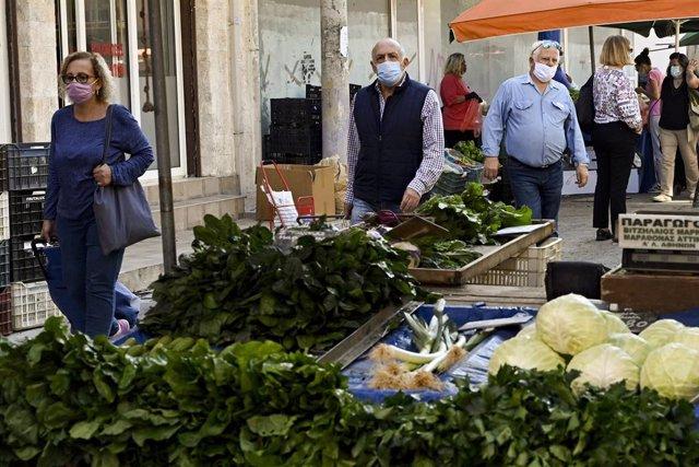 Coronavirus.- Grecia supera por primera vez el millar de casos de COVID-19 en un