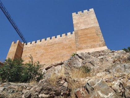 La primera fase de rehabilitación de la muralla de Cáceres concluirá antes de fin de año