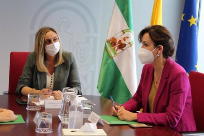 La consejera de Fomento y la alcaldesa de Priego de Córdoba firman el convenio para rehabilitar el Molino de los Montoro