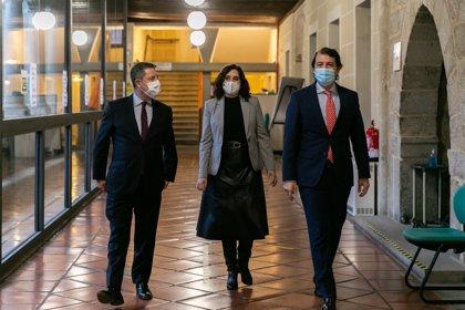 Ayuso, Mañueco y García-Page se reúnen para coordinar la respuesta ante la pandemia