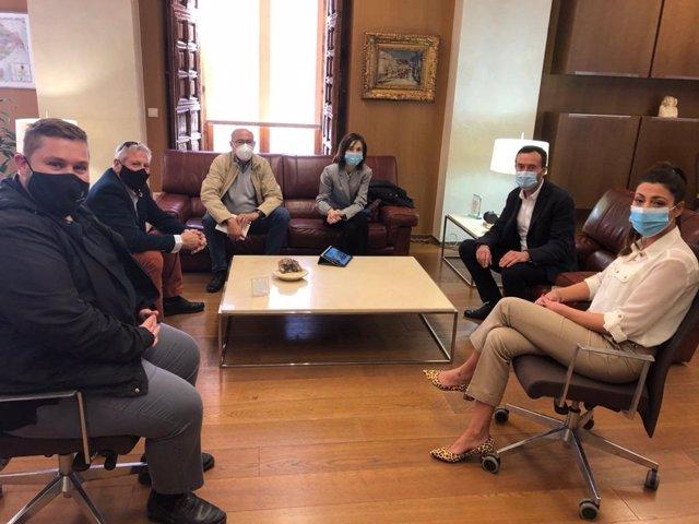Reunión de la FEDE en el Ayuntammiento de Elche con el alcalde, Carlos González