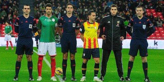 Partido de fútbol entre las selecciones de Euskadi y Catalunya.
