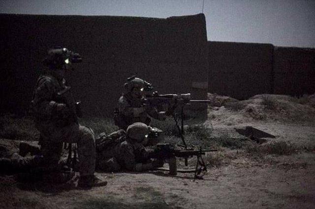 Militares afganos en una operación nocturna