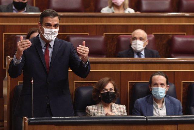 El presidente del Gobierno, Pedro Sánchez, responde a las preguntas de la oposición durante una sesión de control al Gobierno en el Congreso de los Diputados.