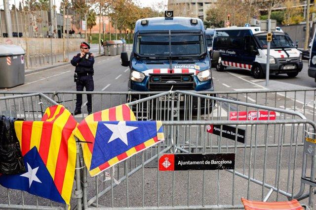 Protestes de Tsunami Democràtic durant el Barça-Madrid de LaLliga al Camp Nou el 18 de desembre del 2019.